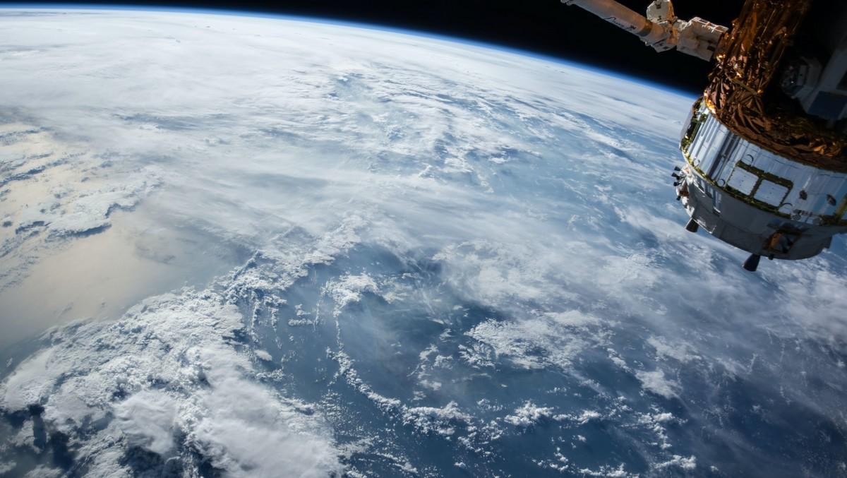 Umělá družice Black Knight zachycená na fotografii.