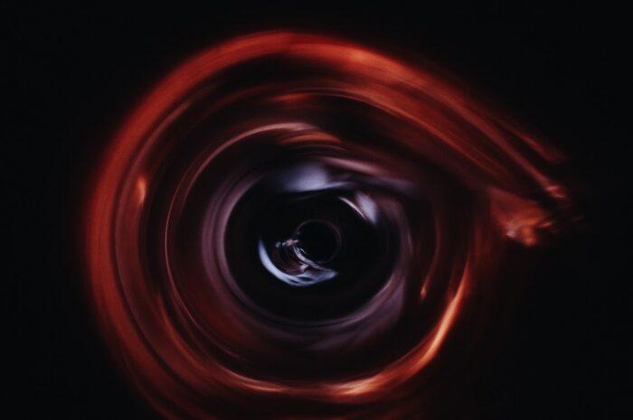 Červí díra není to samé jako černá díra