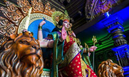 Socha, která je pro hinduismus naprosto vlastní.