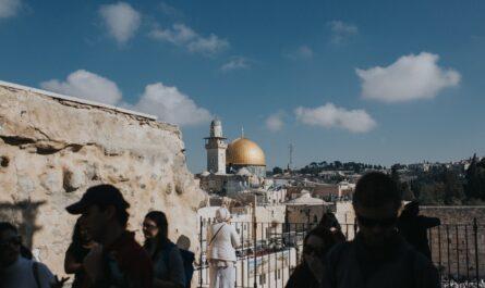 Lidé vyznávající náboženství zvané judaismus.