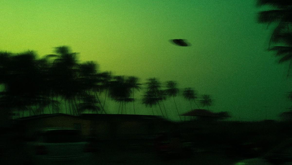 Létající talíř zachycený na historickém snímku.