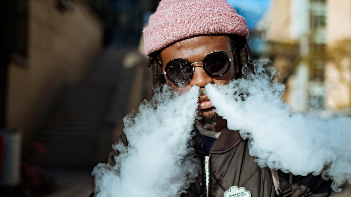 Muž z Jamajky vyznávající rastafariánství.