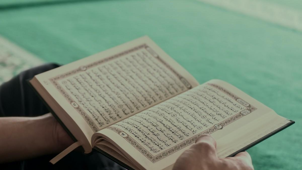 Korán, který je mimo jiné také symbolem Eurábie.