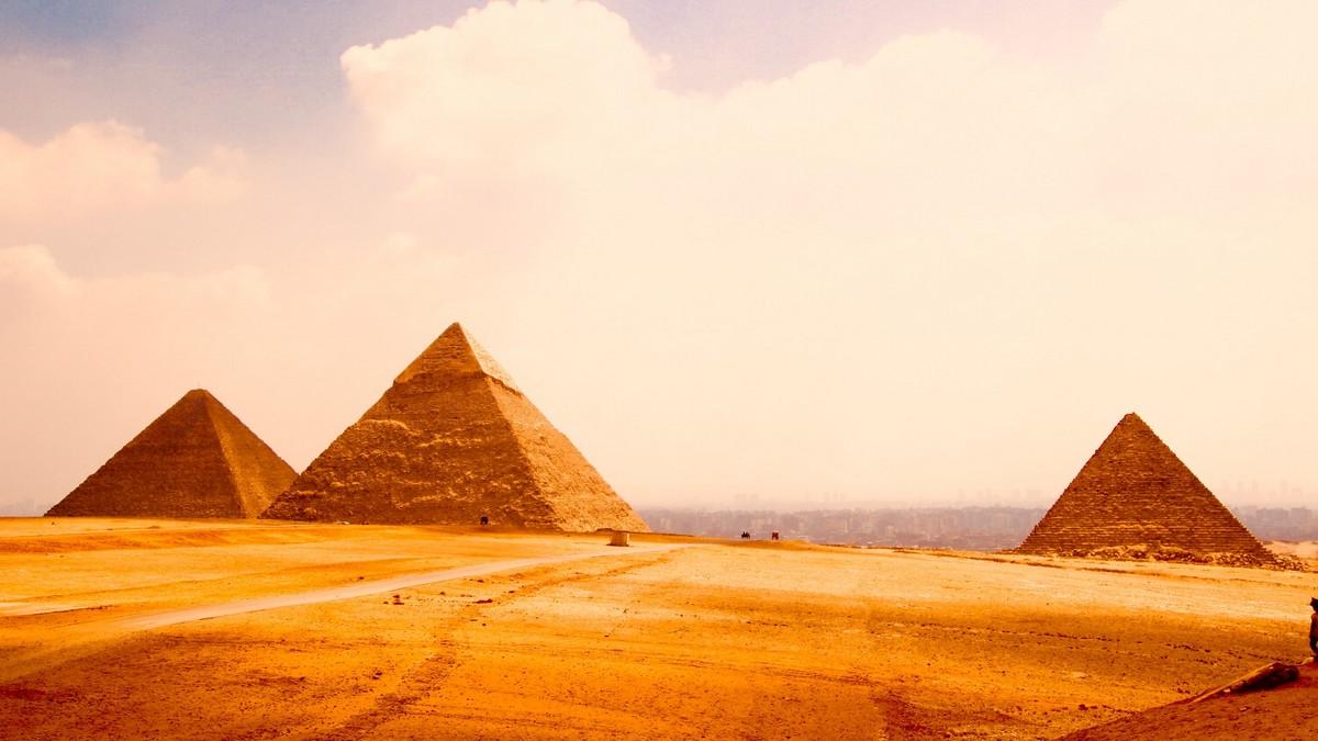 Tři pyramidy v Egyptě, které mohly fungovat jako zdroje energie.